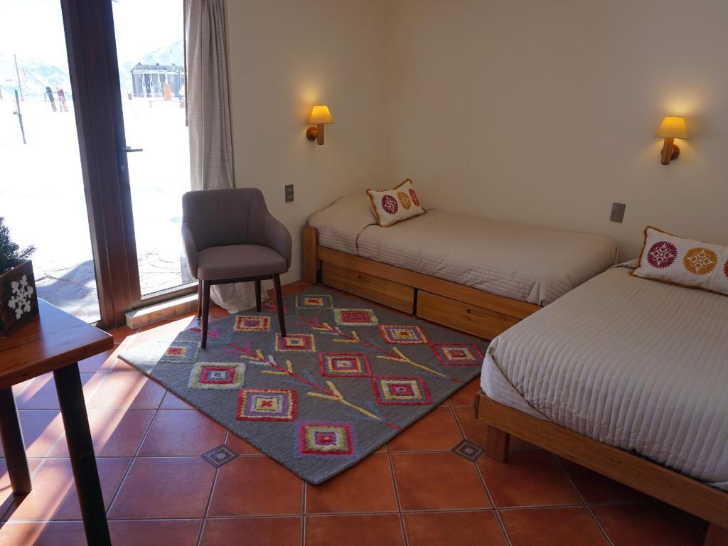 Sala con dos camas Departamento Tipo B - 221
